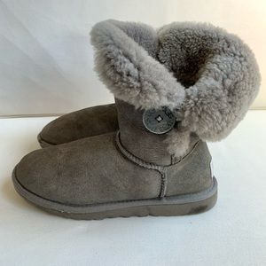 Ugg Short Bailey Button Booties 5803